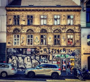 Wohnhaus in der Breite Gasse in Wien #vienna #wien #österreich #austria #viennaisdifferent #wienistanders ...