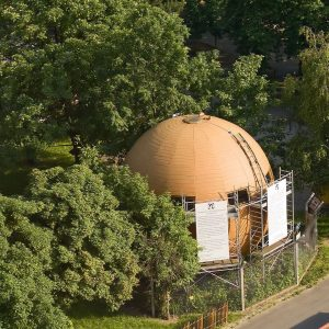 What's this huge globe doing at Vienna's Prater? 🌏 This ball-shaped house called ...