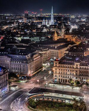 Wien ist sowohl bei Tag, als auch bei Nacht ein wundervoller Anblick! 🤩✨ ...