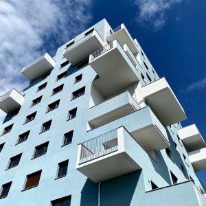 -FON Wohnbau + KIGA Fontanastraße, Wien -Kooperatives Verfahren- Durch großzügige Einschnitte in der #Fassade und das Zusammenfassen...