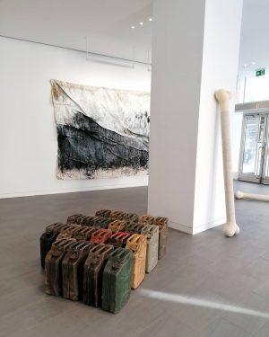 #finissage Merlin Kratky & Jakob Kirchmayr at Hochhaus Herrengasse @jakobkirchmayr @merlinkratky #contemporaryart #artinvienna #finissage #artist #artgallery #merlinkratky...
