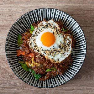 Hol Dir dein Bulgogi /// Korea Beef mit Ei auf Reis /// CAFÉ ...