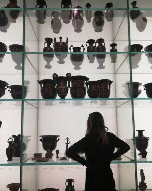 Auf der Suche nach Inspiration🏺 . . #handmade #ceramics #pottery #ancientart #kunstgeschichte #arthistory #inspiration #vase #amphora #diy...