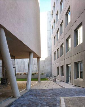 Oberflächen, Hof, Geometrie #wien #österreich #vienna #austria #architecture #architektur #wiennurduallein #nurderschönheitwegen #vienna_austria #igersvienna #wienstagram #oesterreichbild_azw #wohnbau