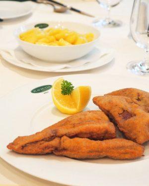 Innereien sind ja bekanntlich ein wesentlicher Bestandteil der Österreichischen Küche🍴Wir empfehlen die gebackenen Kalbsleberfilets mit Kartoffelsalat ....