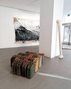 Finissage @jakobkirchmayr @merlinkratky #contemporaryart #artinvienna #finissage #artist #artgallery #merlinkratky #jakobkirchmayr #moderart Hochhaus Herrengasse
