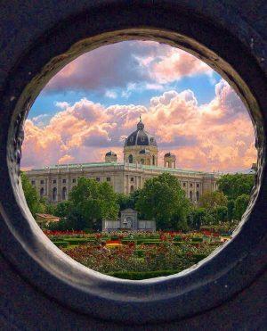 Tag a friend; who you think should visit VIENNA. . 📸 @luxury_vienna_travel . 🌍 FOLLOW: @onedaytripaustria Tag:...