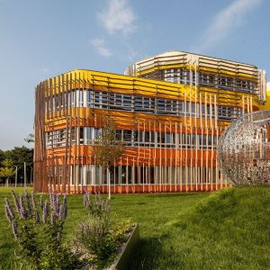 Die sommerliche Campustour führt uns heute zu einem der auffälligsten Gebäude auf dem ...
