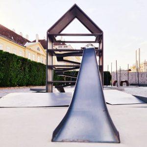 Bahn 3: Fledergolfbahn • heri&salli • Architekturzentrum Wien • Material: Metall, Eternit Im Sommer 2011 stand das...