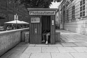 Photoautomat #ishootjpeg #ishootjpg #monochrome #monochromephotography #blackandwhite #blackandwhitephotography #insta_bnw #bnw_mood #fujiframez #fujixt3 #fujistreetphotography #streetphotography #streetphotographyinternational #vintage #vintagephotography MQ...