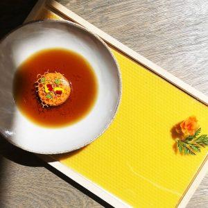 Karotte, Tagetes, Bienenwachs. Ein weiteres Signature Gericht, das aktuell im Menü zu finden ist. Unser Gedanke bei...
