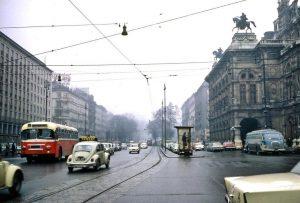 Für Zeitreisende vielleicht nicht das ideale Ankunftsdatum: Ein grauer und verregneter Tag im Jahr 1971. Damals gab...