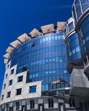 Haas Haus - 1010 Vienna Architect: Hans Hollein ———• #vienna #vienna_city #viennaigers #topviennaphoto #thebestarchitecture #1000thingsinvienna #tv_buildings #reflection...