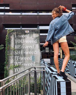 We all weed.😝 . . . #späßchen #graffitiart #graffitivienna #girlstrip #foodtrip #thriftedfashion #carmushka ...