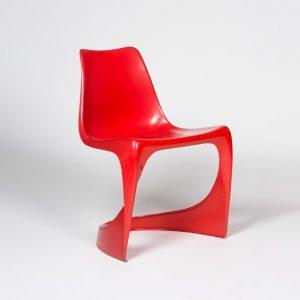 Aus einer Zeit als Plastik noch en vouge war: Zwei Stühle, die prägend für viele weitere um...
