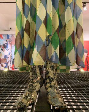 masks on. #showoffvienna #makvienna #austrianfashiondesign #arthurarbesser #fashion #instawalk #stubenring #innerestadt #maskson #welovevienna #wienliebe #wienmalanders #viennacalling #viennanow #viennagram...