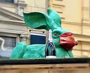 Bunny Rabbit 🐰🍾 #vienna #albertina #bitzinger #bunny #rabbit #afternooninvienna Albertina Museum
