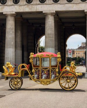 Things you only hear in Vienna: 'Wait, I've left my phone in my golden e-carriage!' Do you...