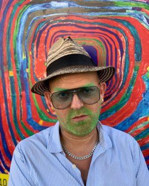 #adamski #vienna #hundertwasser #museumsquartier #austrianart #art #green #beard #hat #rocknroll #austria #europeendless #govegan ...