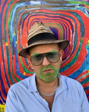 #adamski #vienna #hundertwasser #museumsquartier #austrianart #art #green #beard #hat #rocknroll #austria #europeendless #govegan 📸: @nana.s.r.t KUNST HAUS...