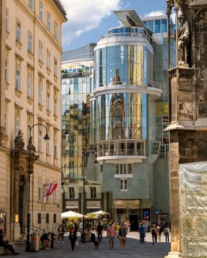 facades with reflections are a really fine thing… 😎 könnte durchaus sein, dass das Haas-Haus gleich oft...