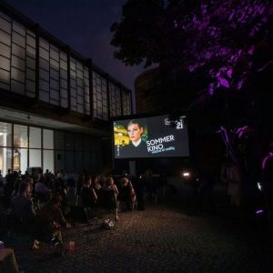 Do not miss the popular open-air cinema, which takes place in the sculpture garden of Belvedere 21...