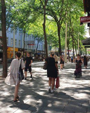 Mariahilferstrasse ________________ #viennanow #mahü #summerinthecity #wienistanders #wien #vienna #shopingginvienna #shopping