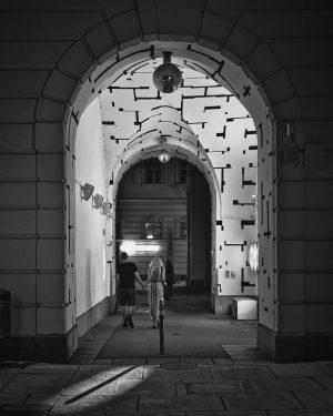 #museumsquartier #mq #museumsquartierwien #streetphotography #streetphotographer #streetphotos #nachtfotografie #nightphotography #durchgang #passage #viennacity #strassenfotografie #streetphotography #tradition #geschichte #historisch #history...