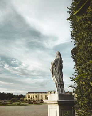 #Vienna #wien #schlossschönbrunn #clouds #statue #castle Schloß Schönbrunn