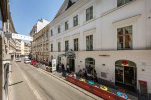 Die Dorotheergasse im 1. Bezirk ist eine Einkaufsstraße, die überwiegend von Kunsthandlungen und Galerien dominiert wird. Berühmte...