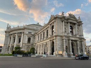 There are so many beautiful buildings in Vienna #tb #citytrip