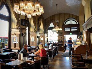 Vienna July 2018 - great memories 😁. #cafeshwarzenberg Perfect coffee, perfect cake 👌 Cafe Schwarzenberg