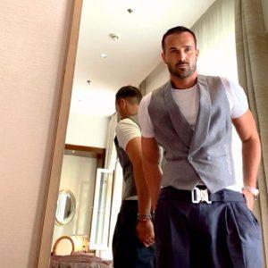 MIRROR REFLECTION  . . . . . #mirrorselfie #hotel #hotelroom #hotellife #luxurylifestyle ...