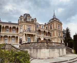 *Hermesvilla saraydır. İmparator Franz Joseph, geniş çapta seyahat eden eşi Elisabeth'in Viyana'da kalmaya ...