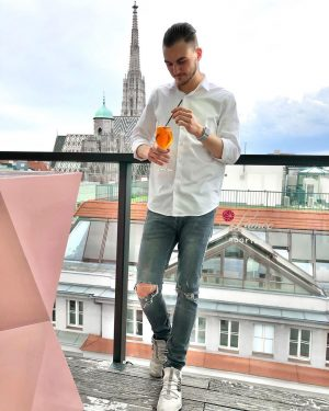 sundays are best enjoyed outside the office . #rooftop #vienna #outofoffice #aperol #bigcitylife #altstadt #innercity #sundayfunday #summervibes...