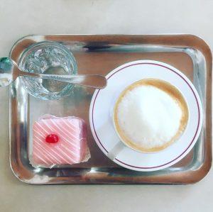 lunch. viennese style. #vienna #lunch #viennesestyle #melange #punschkrapferl #cafeprückel #wienerkaffeehaus #instatravel #viennaclassic #alotofpunschinthispunschrapferl #favoritecompany Café Prückel