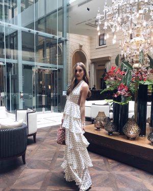 Enjoy timeless elegance in our beautiful lobby lounge, just like @chantaltru ✨ #palaishansenkempinski #kempinski #kempinskivienna . ....