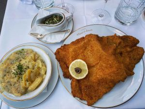 Schnitzel nur als Original vom Kalb 🇦🇹 🐮 @meisslundschadn . . . . . . . ....