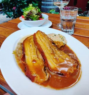Glacis Beisl 📍1070, Vienna 💵 15-20€ 🍽 Kümmelbraten ✅ Outsite sitting 🌓 Dinner 9/10 would recommend Glacis...