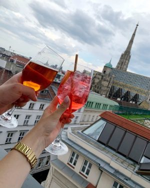 • perfect view • 🍸🍹 #lameerooftop #perfecttime #datenight #bettertogheter #withmyfiance #vienna #austria #weekend ...