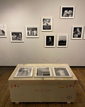 GOODBYE ALEC SOTH 👋📦 Wir verabschieden uns von unserer Ausstellung ALEC SOTH. PHOTOGRAPHY IS A LANGUAGE. Die...