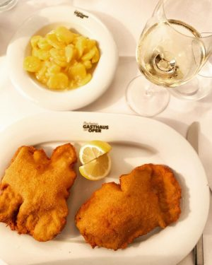 📍Vienna, Austria Thanksgiving lunch, circa 2019- Still dreaming about this world famous Schnitzel, ...
