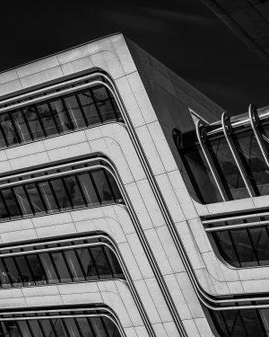 Lines . . . . . . #vienna #architecture #blackandwhitephotography #sonya7iii #sonyalphasclub #welovevienna #travelphotography #austria #austria🇦🇹 #insta_svk...