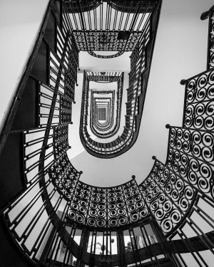 🇦🇹 Forged Happy #staircasefriday! Are you curious about all my staircase photos? You can find them here:...