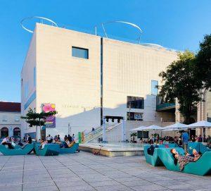 Eines der größten Kunst- und Kulturareale der Welt hat jetzt auch eine coole Dachterrasse. Finde ich sehr...