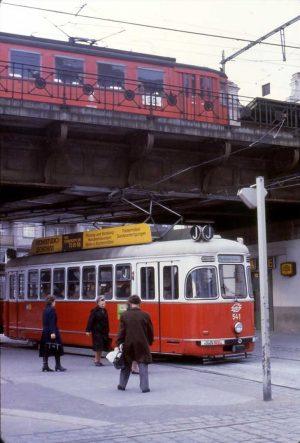 😲 1982 fuhren noch J und Stadtbahn in die Station .... Hinterlasse deinen Tipp in den Kommentaren....