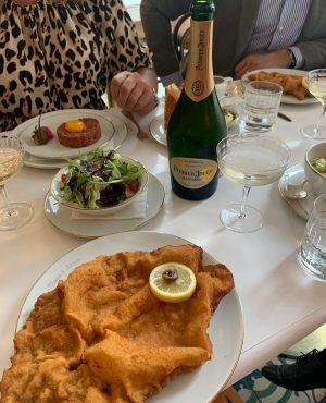 Im »Meissl & Schadn« im Grand Ferdinand in Wien genießen wir am liebsten ein klassisches Wiener Schnitzel...