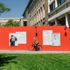 Mehr als ein Bauzaun: unsere neue Ausstellungslocation eröffnet heute Abend mit der Porträtserie ...