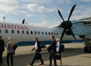 オーストリア・ウィーン空港にて。 飛行機で次の目的地ザルツブルクへ移動。久しぶりにプロペラ機に乗りました。 #オーストリア🇦🇹 #オーストリア #オーストリア旅行 #ウィーン旅行 #ウィーン #ウィーン空港 #飛行機 #プロペラ機 #空港 #中欧旅行記 #中欧旅行 ...
