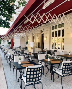 It's all set for an unforgettable late summer day on our beautiful terrace at Hotel Sacher Salzburg....